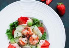 """Салат с морепродуктами и зеленью в рестобаре """"Аврора и лис"""""""