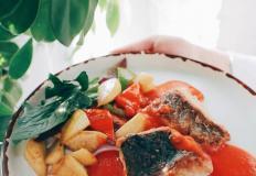 """Ленок жареный с овощами в азиатском стиле в ресторане """"Эхо"""" в Хабаровске"""