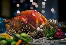 Рождественская индейка в духовке целиком – одно из традиционных блюд рождественского стола во многих странах мира