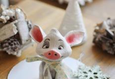 """В кондитерской Le nuage аукцион:шоколадный поросёнокХрюшка Пуа (из м/ф """"Моана"""")."""