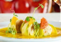 Щучий мусс в цукини с апельсином, грейпфрутом и микрозеленью в ресторане Lege Artis