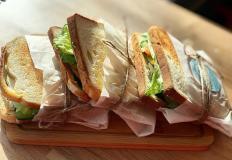"Cэндвич ""Цезарь"" в кафе-кулинарии ""Летающая тарелка""/Le тающая тарелка"" в Хабаровске"