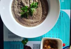 """Крем-суп из шампиньонов с сухариками в кафе """"Тортуга"""""""