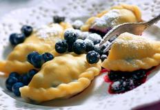 Вареники ручной лепки - прекрасный вариант для семейного ужина