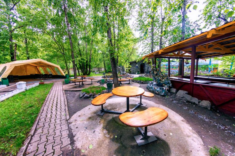 "Территория кафе ""Оазис"" в Хабаровске"