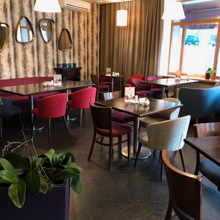 Интерьер кафе Lilas из аккаунта заведения в Instagram