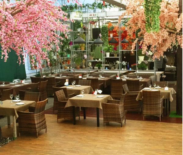 """Фотография интерьера ресторана """"Зимний сад"""" (из аккаунта ресторана @zimnyi_sad в Instagram)"""