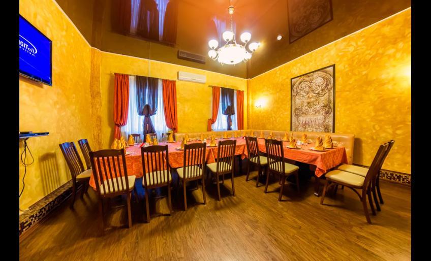 """Интерьер ресторана """"Гауди"""" в Хабаровске: банкетный зал на 30 мест"""