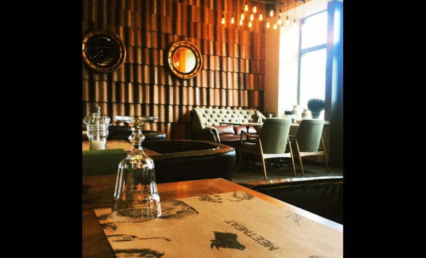 Фотография интерьера ресторана MeetMeet (из аккаунта @rest.meetmeat в Instagram)